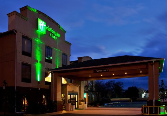 Holiday Inn Opelousas: Hotel Exterior