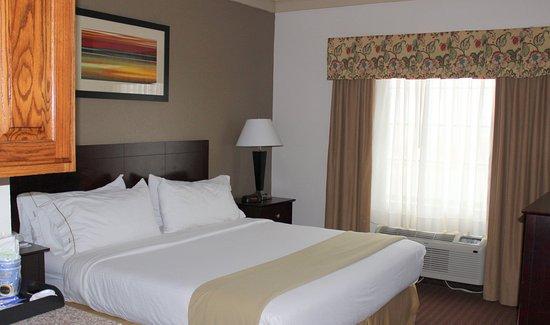 Plainview, TX: King Suite