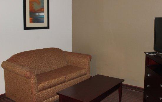 Plainview, TX: King Suite Living Area