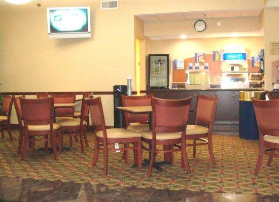 Red Roof Inn & Suites Columbus West Broad: Breakfast Area