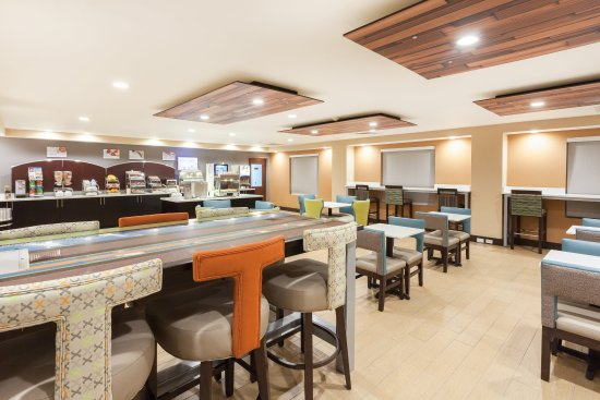 Mebane, Carolina del Norte: Enjoy your complimentary breakfast in our Breakfast Area