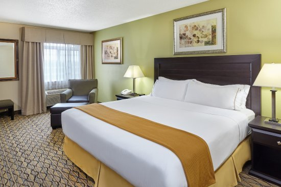 Libertyville, IL: Rest up in a Business Suite before meetings at Abbott Park