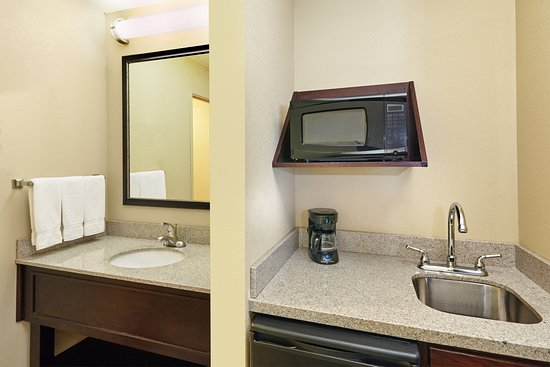 Libertyville, IL: Enjoy the convenience of a microwave/refrigerator in a King Suite
