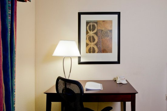 Stephens City, VA: King Guest Room with Desk