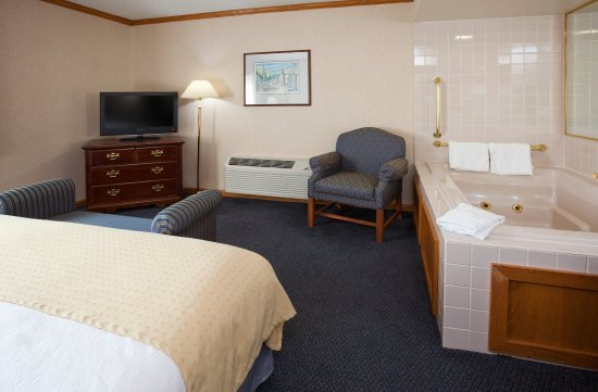 Port Washington, WI: Deluxe King Room