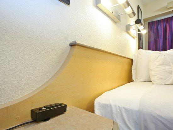 Ίρβινγκ, Τέξας: Extra Bedside Outlets