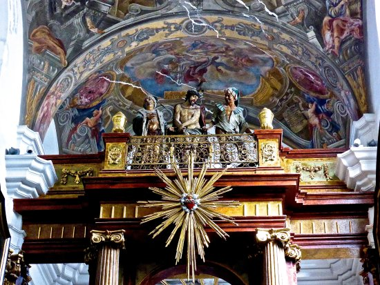 Brno, Çek Cumhuriyeti: Statue of Jesus above the Holy steps in the Loreto Chapel