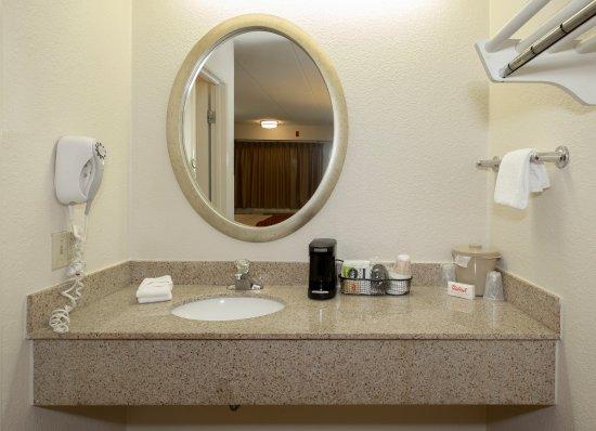 Milford, CT: Bathroom