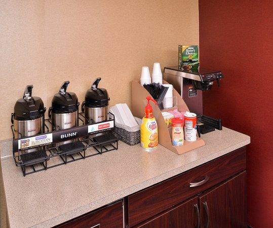 Oak Creek, WI: Lobby Coffee Area