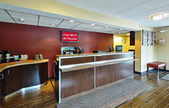 Red Roof Inn Louisville Airport: Lobby