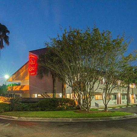 Red Roof Inn Orlando   International Drive/Convention Center: Exterior  Twilight