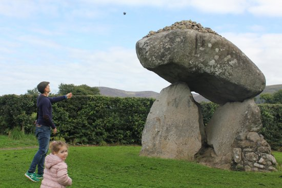 Ballymascanlon House Hotel: Dolmen: land 3 stones on top and all your dreams come true...or so the myth goes!
