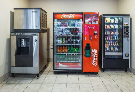 South Deerfield, MA: Vending Area