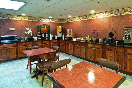 Brandon, MS: Breakfast Area