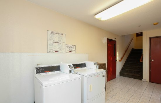 Red Roof Inn Ontario Airport: Coin Laundry