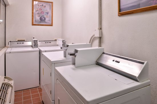 Thousand Palms, CA: Coin Laundry