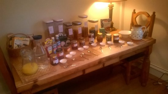 Pilsley, UK: Great selection of jams & spreads