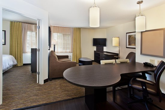 Brentwood, TN: Enjoy the extra room in our one bedroom suite!