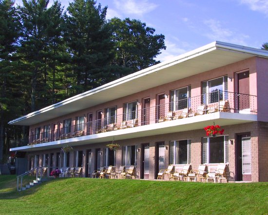 Weirs Beach, NH: Modern Motel