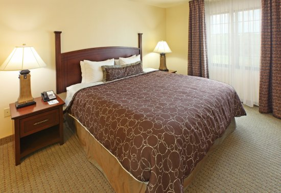 Fayetteville, AR: King Bed Guest Room