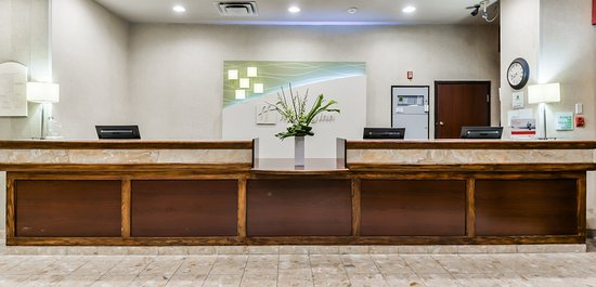 Holiday Inn Kitchener: Front Desk