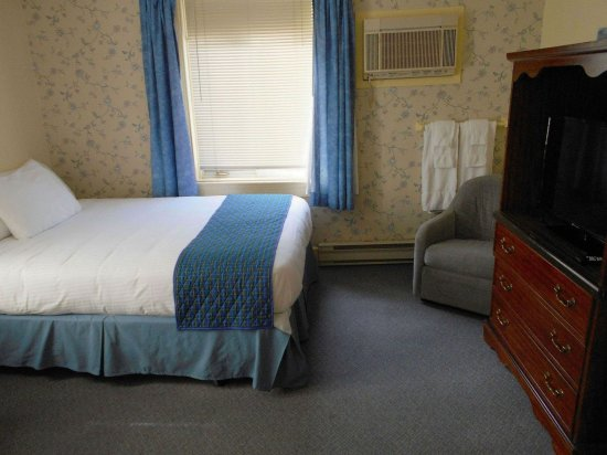 Pictou, Canada: Family room with 3 beds.