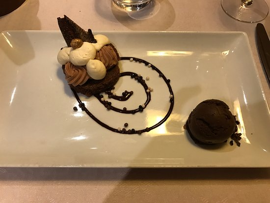 Hotel Champs Fleuris: Our Kids loved this desert..... so did i!
