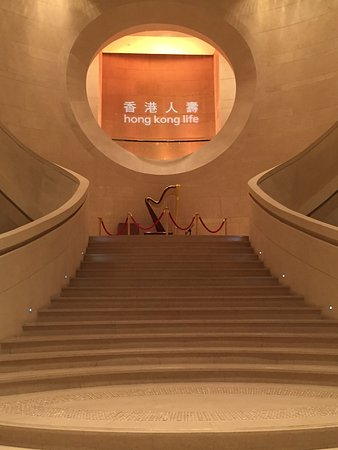 Harbour Grand Hong Kong: Stairway from foyer