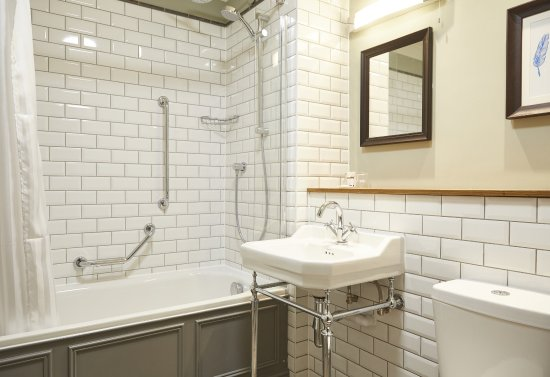 Old Sodbury, UK: St Leonards Refurb Updated Bathroom
