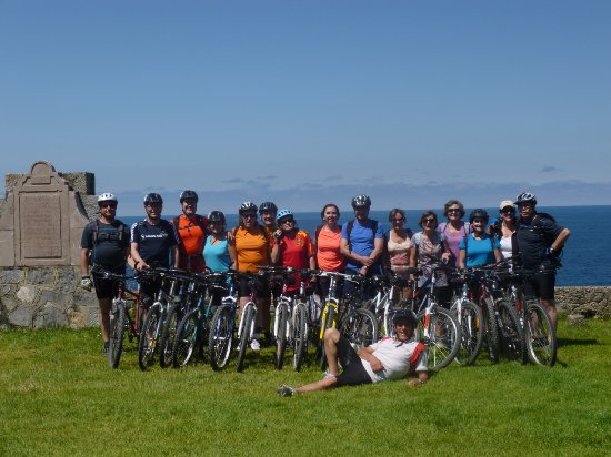 Infiesto, España: Un buen día de bicicleta por la maravillosa senda costera del Cantábrico