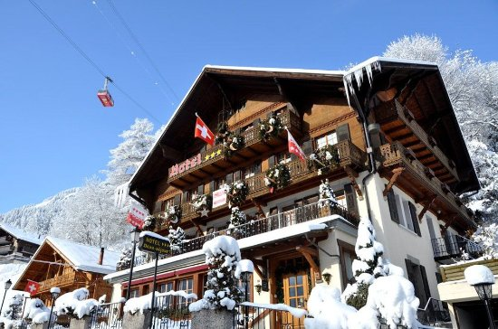 Art.Boutique.Hotel Beau-Sejour: Winter - View from the street