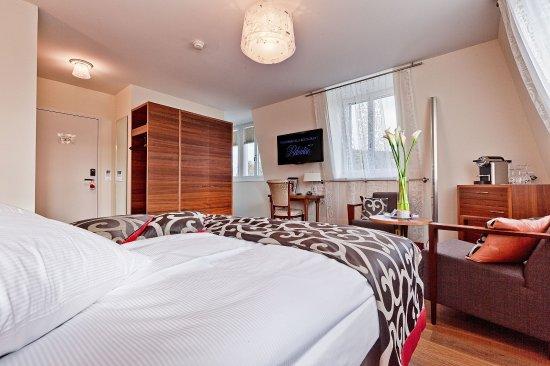 Spiez, Switzerland: Twin room comfort