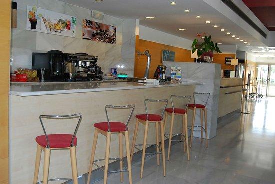 Aldaia, Spain: 10:00  to 24:00 Bar  & Lounge Area