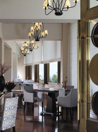 Amphitryon Hotel: Circle Restaurant
