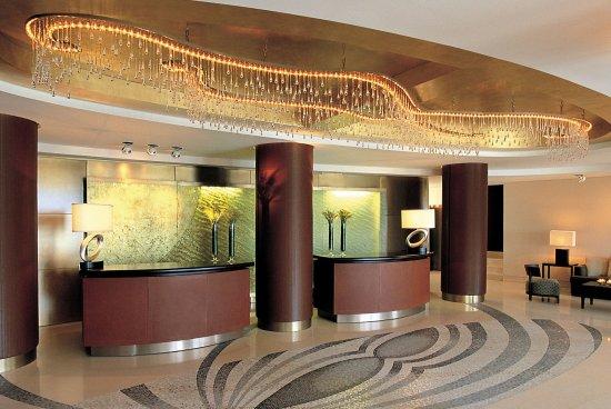Amphitryon Hotel: Reception