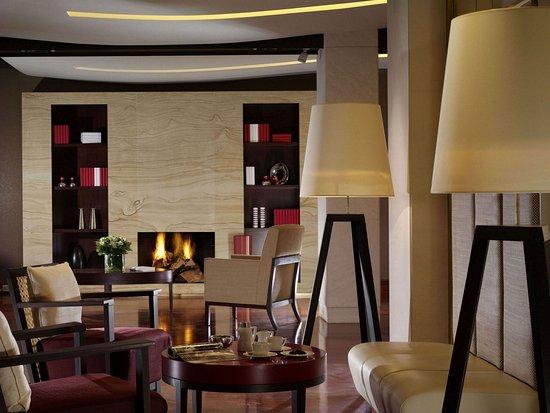 Amphitryon Hotel: Lounge area