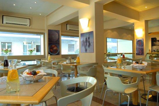 Philippos Hotel: Coffee Shop Bar Area