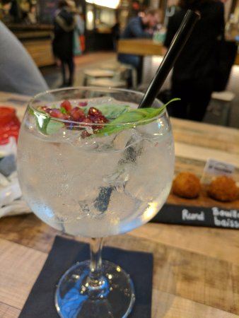 Foodhallen: Gin Drink make the good food here go down easy
