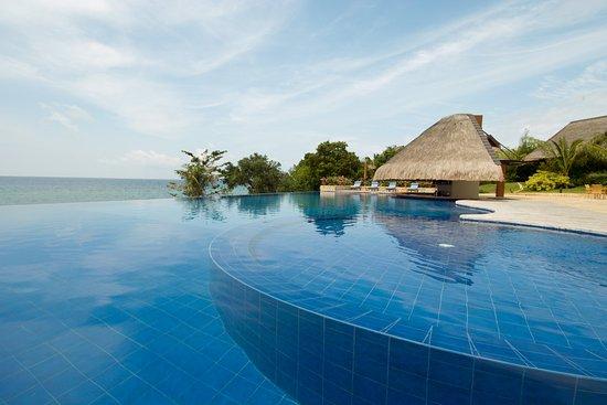 Eskaya Beach Resort & Spa: Swim-up bar perfect for lounging and relaxing