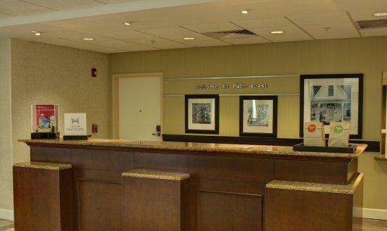 Hampton Inn & Suites Palm Coast: Front Desk