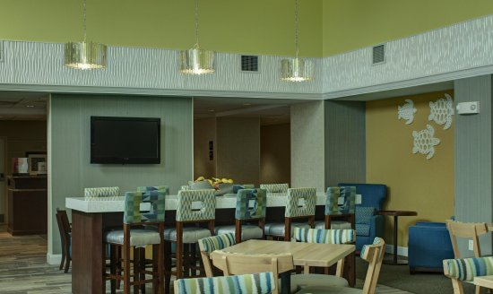 Hampton Inn & Suites Palm Coast: Community Table
