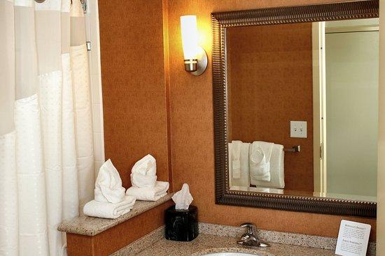 Front Royal, VA: Guest Bathroom