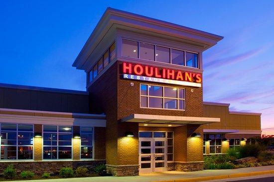 Front Royal, VA: Houlihan's Restaurant + Bar, 98% made from scratch food