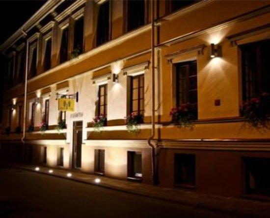 Hotel Tilto: Irish style Hotel   Exterior
