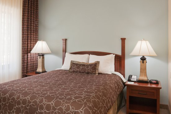 Staybridge Suites Lafayette-Airport: Studio Suite/Queen Bed
