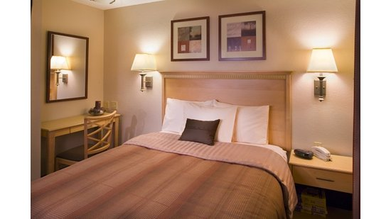 Candlewood Suites Washington North: Queen Bed Guest Room