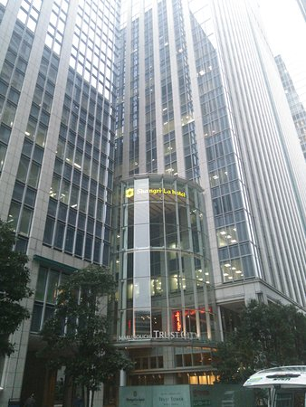 Shangri-La Hotel, Tokyo: Shangri-Laホテルの入っているトラストタワー