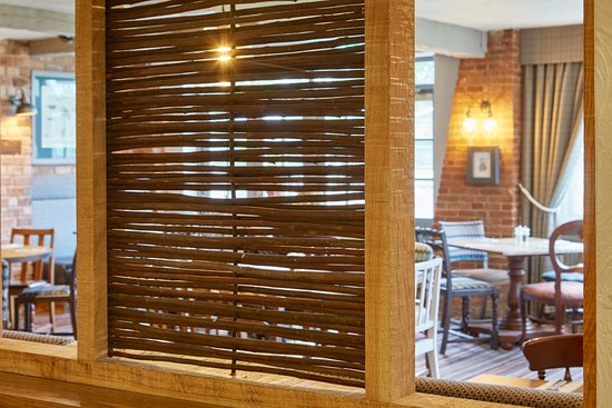 Riverside Hotel: Riverside  Wicker Into Restaurant