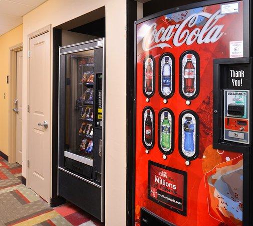 Locust Grove, GA: Vending Area