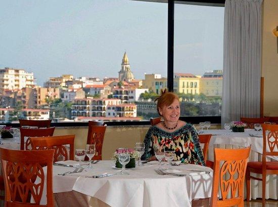 Grand Hotel Moon Valley: Restaurant